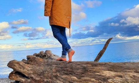 Stefanie Anna Kremser Urkraftwunder Yoga Coaching Sound Healing Visionärin Yogalehrerin Coach Körper Geist Seele Meditation Kurse Workshops Onlinekurs Retreats Circles Spüren und fühlen