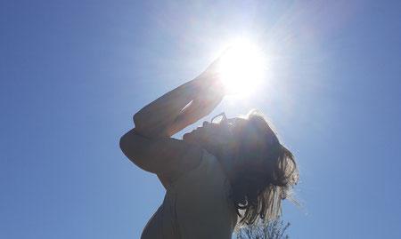 Stefanie Anna Kremser Urkraftwunder Yoga Coaching Sound Healing Visionärin Yogalehrerin Coach Körper Geist Seele Meditation Kurse Workshops Onlinekurs Retreats Circles Als Wesen in menschlicher Gestalt