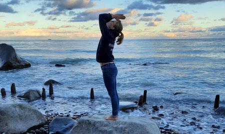 Stefanie Anna Kremser Urkraftwunder Yoga Coaching Sound Healing Visionärin Yogalehrerin Coach Körper Geist Seele Meditation Kurse Workshops Onlinekurs Retreats Circles Seelenebene