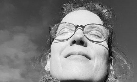 Stefanie Anna Kremser Urkraftwunder Yoga Coaching Sound Healing Visionärin Yogalehrerin Coach Körper Geist Seele Meditation Kurse Workshops Onlinekurs Retreats Circles Du bist heil