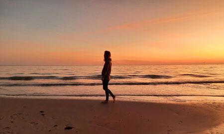 Stefanie Anna Kremser Urkraftwunder Yoga Coaching Sound Healing Visionärin Yogalehrerin Coach Körper Geist Seele Meditation Kurse Workshops Onlinekurs Retreats Circles Du sehnst dich nach Freiheit