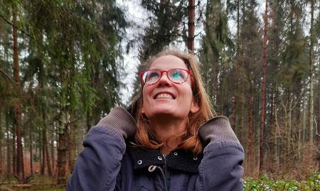 Stefanie Anna Kremser Urkraftwunder Yoga Coaching Sound Healing Visionärin Yogalehrerin Coach Körper Geist Seele Meditation Kurse Workshops Onlinekurs Retreats Circles Dein Platz hier auf Erden