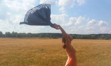 Stefanie Anna Kremser Urkraftwunder Yoga Coaching Sound Healing Visionärin Yogalehrerin Coach Körper Geist Seele Meditation Kurse Workshops Onlinekurs Retreats Circles Tanz der Urweiblichkeit