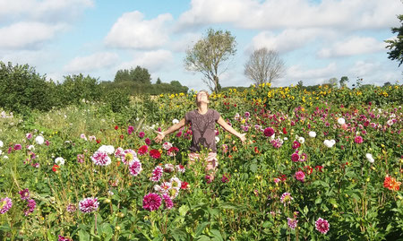 Stefanie Anna Kremser Urkraftwunder Yoga Coaching Sound Healing Visionärin Yogalehrerin Coach Körper Geist Seele Meditation Kurse Workshops Onlinekurs Retreats Circles Freiheit beginnt in dir