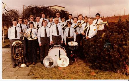 """Blaskapelle """"Harmonie"""" in neuer Uniform um 1973"""
