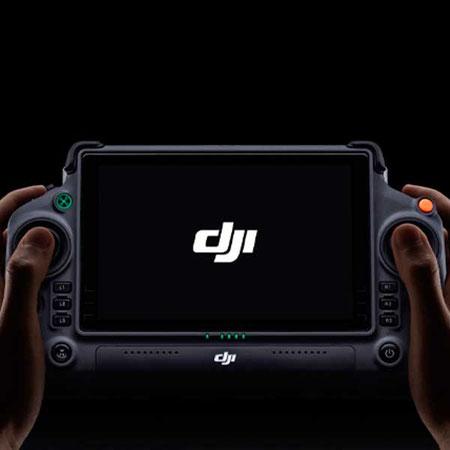 DJI Smart Controller Enterprise es un control remoto disponible para Matrice 300 RTK