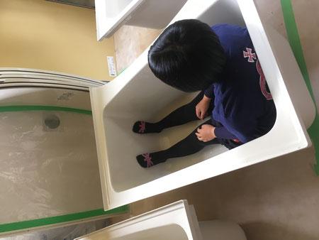 一番風呂に入る娘
