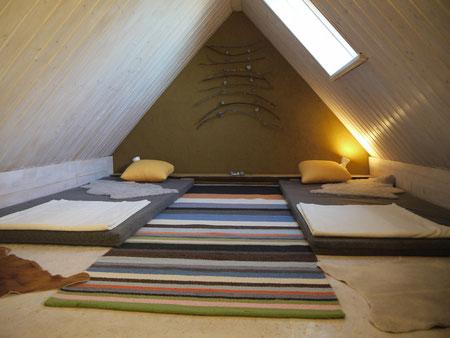 Schlafboden ganz oben unterm Dach