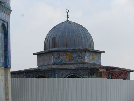Аль-Масджид Аль-Акса( Дальняя мечеть)  - Третья святыня ислама