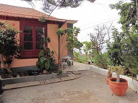 Kanarisches Haus in mitten von Bannen