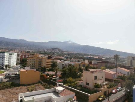 Stadthaus mit Blick in die Berge.