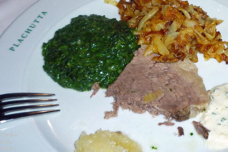 Tafelspitz mit Kren, Röstkartoffeln und Spinat