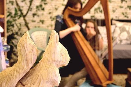 Sabine Stutz: Harfe, Gesang und Trommel