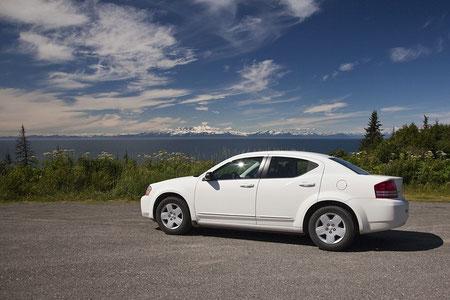"""Unser Mietauto wurde ein großer weißer Dodge. Nach amerikanischen Maßstäben ist dies eine """"compact class""""."""