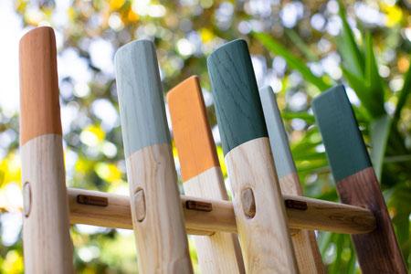 Dettaglio delle punte colorate su scale a pioli - Wood ladders in custom matte colors