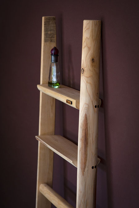 Scala a pioli con mensole e ripiani - Ladder with shelves for interior furniture