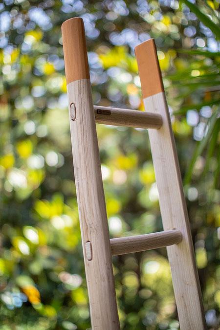 Scala a pioli per arredamento in colore arancio solare -  Wood ladder for home and interior decor