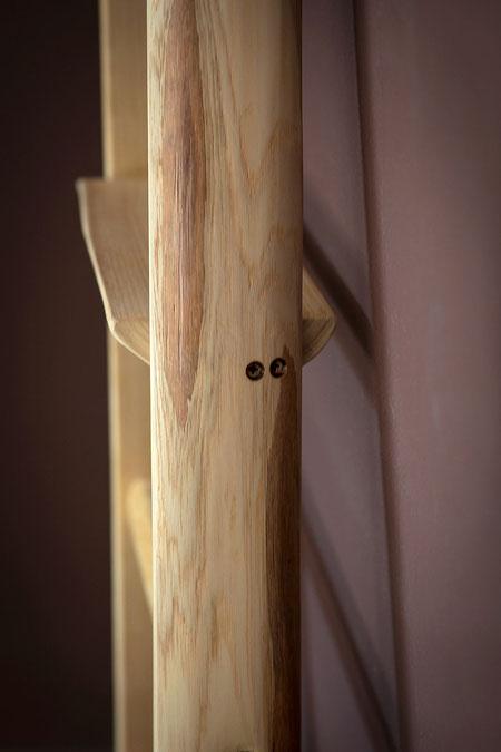 scaletta a pioli in legno con mensoledi ellecuorea - particolare delle viti cieche