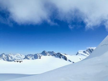 Berglihütte, Jungfrau, Skihochtouren, Schweiz, Jungfraugebiet, Walcherhorn, Mönchsjoch, Aletschgletscher, Louwitor, Lötschenlücke, Lötschental, Blatten, Jungfraugebiet, Berneroberland, Rottalsattel