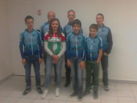 Lors de l'AG du Vélo Club, notre double championne (Hte Vienne et Limousin) entourée de nos champions de la saison 2013/2014. Bravo à eux tous
