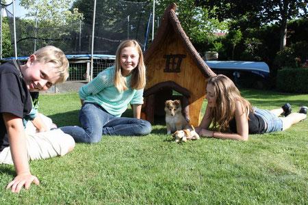 Patrick, Amelie und Michelle mit Jumper