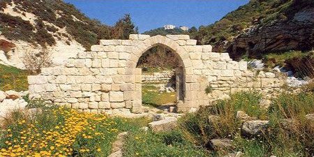 Restos del primer monasterio carmelita. Foto: http://ocarm.org/pre09/esp/ord1/1pag1esp.htm