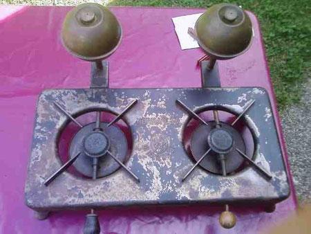 Diesen vollfunktionsfähigen Spirituskocher habe ich mitte Juli 2009 in Velden am Wörtersee erworben