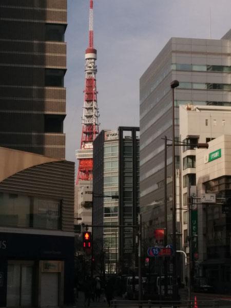 大門交差点からの東京タワー