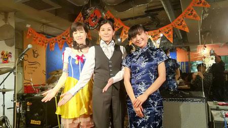 白雪姫・執事・チャイナドレスのシンガーとピアニスト