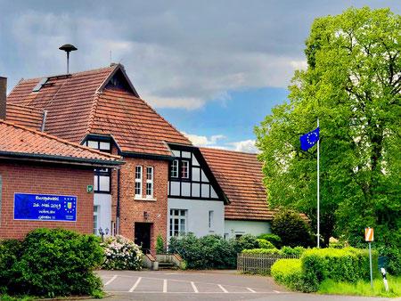 Stockhauser Begegnungsstätte mit Europabeflaggung (© Stockhausen für Europa)