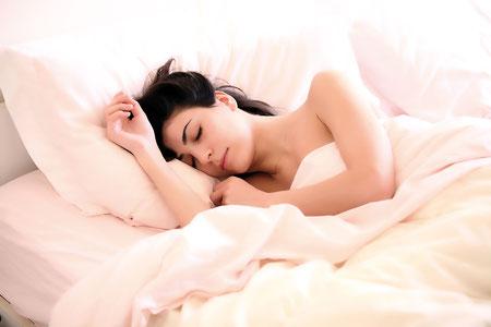 Pour être en bonne santé et plein d'énergie positive, il est impératif de chouchouter son sommeil ! Crédit photo : Pixabay©Claudio_Scott