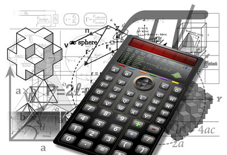 Taschenrechner und Büroklammern