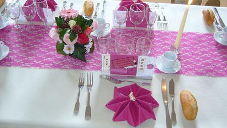 Nappage, décoration florale préparés par les bénévoles du comité