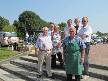 Une partie de l'équipe du comité des fêtes le jour de la foire aux greniers