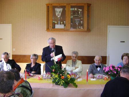 La table d'honneur avec les doyens