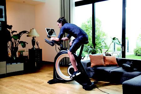 """トレーニングの常識が変わる""""感動体験""""。筋トレも有酸素運動も「SIXPAD」独自のハイブリッドトレーニングでわずか10分の短時間・高効率を実現します!"""