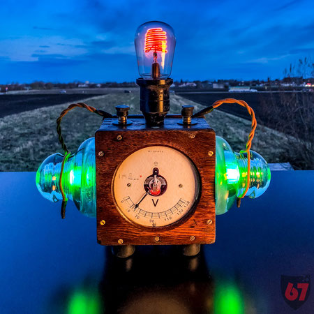 Upcycling DIY lamp steampunk lightart antique AEG Voltmeter mit Bienenkorblampe by Jürgen Klöck