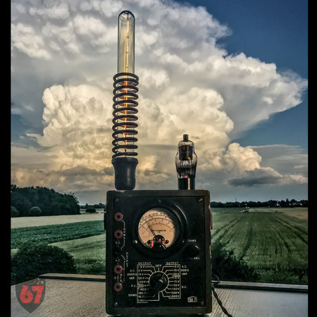 Upcycling DIY Edison lamp steampunk US Army Voltohmmeter by Jürgen Klöck