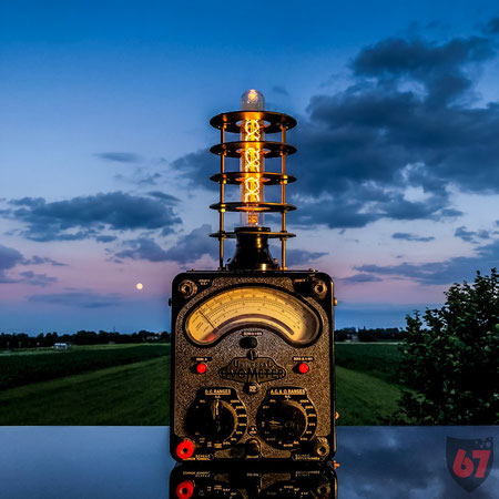 Upcycling DIY lamp steampunk lightart antique bakelite Avometer by Jürgen Klöck