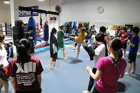 キックボクシング初心者クラス(水曜20:00~)