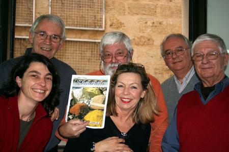 Goupe de photojournalistes, à gauche le professeur E. Thiallier (Photo C. Mouret)