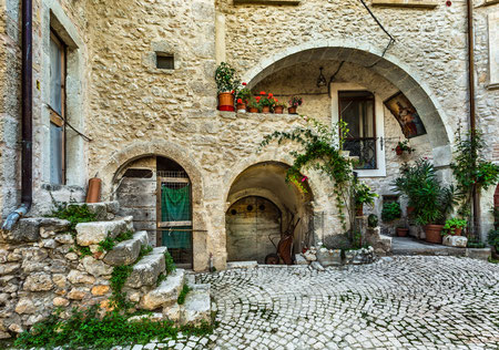 Fontecchio, frazione di San Pio. Valle dell'Aterno