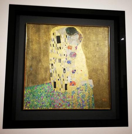 il bacio quadro del pittore Gustav Klimt Österreichische Galerie Belvedere Vienna