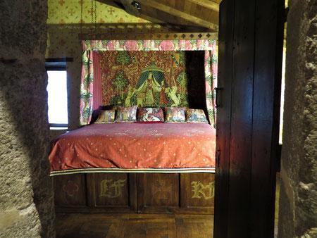 séjour en famille au chateau-fort de Tennessus la  chambre medievale La Suite châteleine