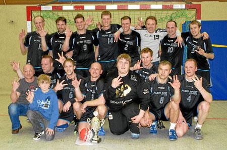 Kreismeister 2009/2010 TSV Alt Duvenstedt 3, h.R.v.l.: U. Tiedemann, R. Ahrendt, S. Peetz, C. Kröhnert, G. Wiese, S. Töpfer, D. Kunze, H. Christensen, v.R.v.l.: S. Jahn, S. Jensen, M. Plöhn, B. Ewert, M. Schmitt, A. Krüger, F. Schmitt, K. Thomsen