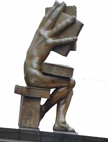 Skulptur hinter dem Hauptbahnhof