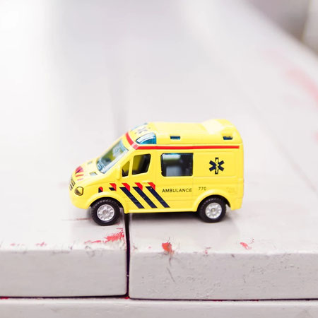 over liken: ambulance