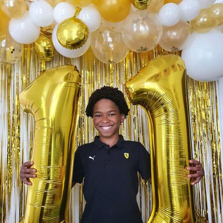 11 jaar, gouden ballonnen, verjaardag vergeten, moeder vergeet verjaardag kind.