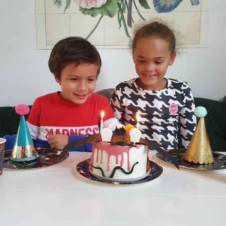 Open adoptie, verjaardag, biologsche moeder, taart.