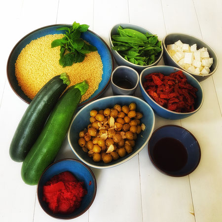 Ingrediënten voor parelcouscous met courgette